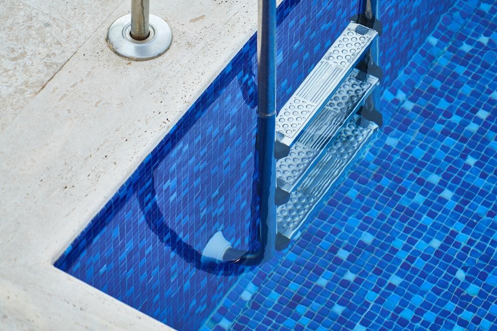 Ne pas déclarer une piscine : les risques et réglementations